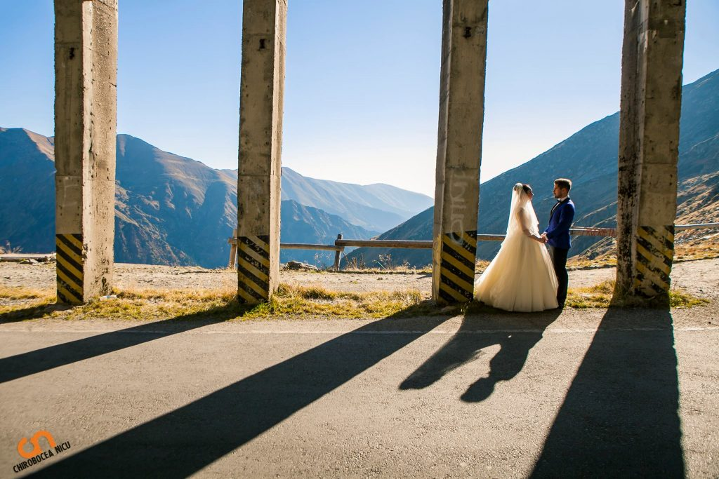 Fotografie dupa nunta Ralu si Tibi Sedinta foto Sibiu chirobocea nicu fotograf nunta evenimente wedding photographer event corporate fashion people couple love architecture transfagarasan straight lines